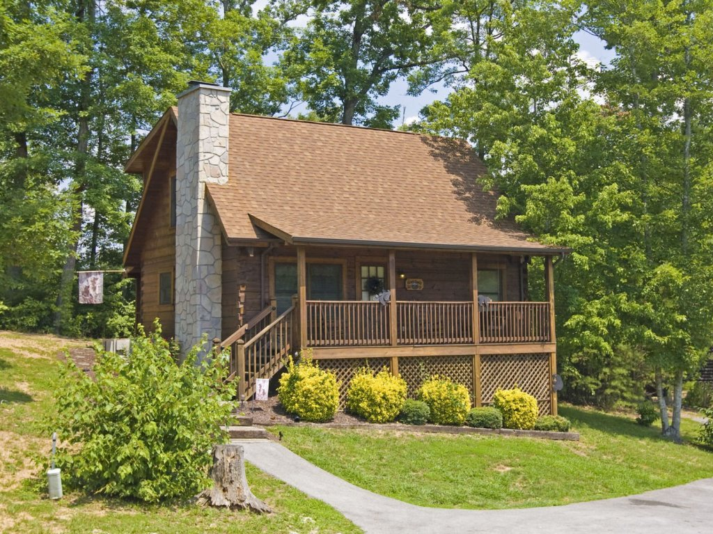 Photo of a Pigeon Forge Cabin named  The Bear Cabin - This is the first photo in the set.