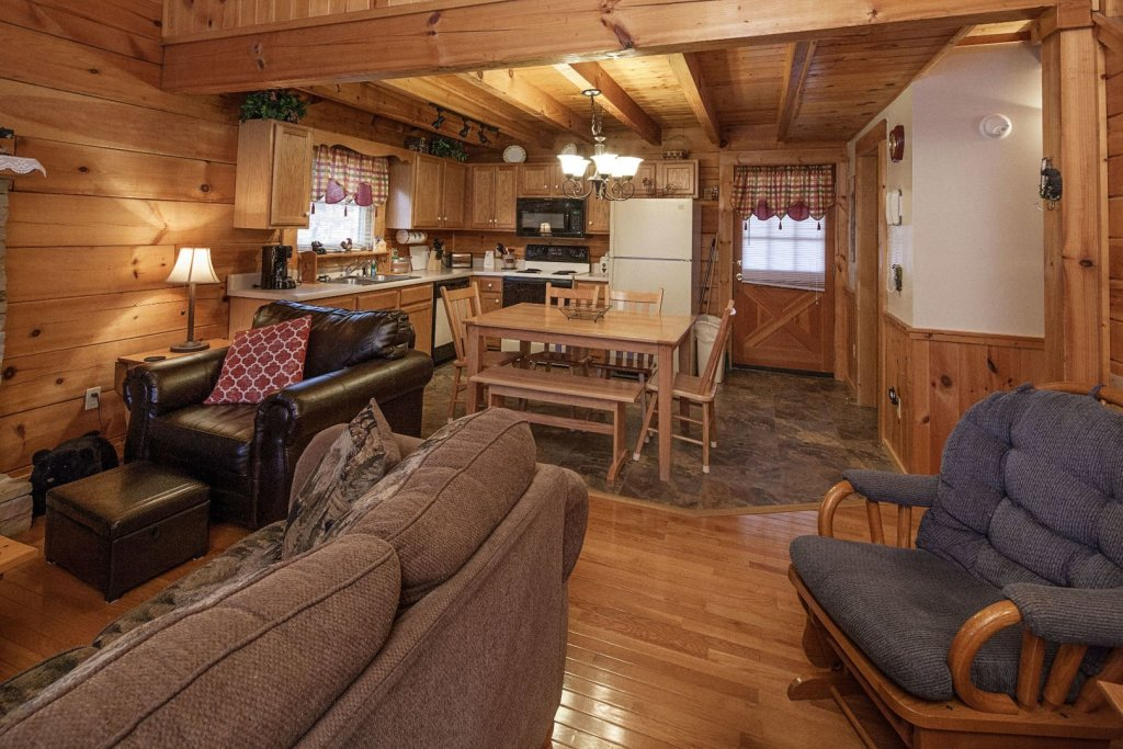Photo of a Pigeon Forge Cabin named  The Bear Cabin - This is the fourth photo in the set.