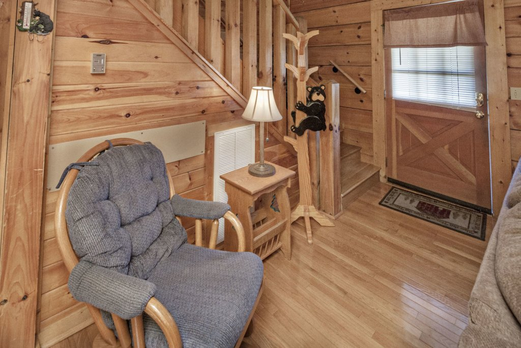 Photo of a Pigeon Forge Cabin named  The Bear Cabin - This is the sixth photo in the set.
