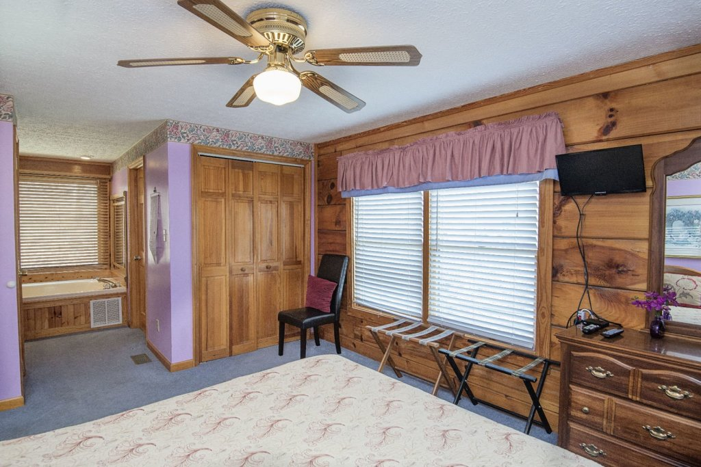 Photo of a Pigeon Forge Cabin named  Cherith Brook - This is the seventeenth photo in the set.