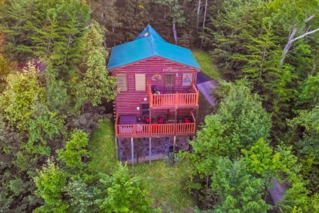 Photo of a Gatlinburg Cabin named Sweet Serenity - This is the second photo in the set.