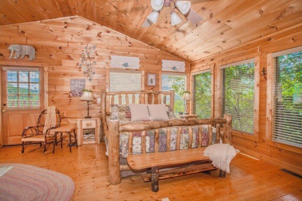 Photo of a Gatlinburg Cabin named Sweet Serenity - This is the eleventh photo in the set.