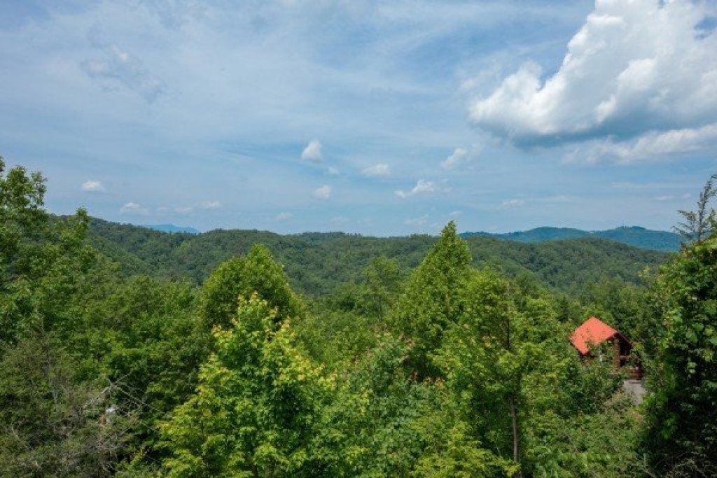 Photo of a Gatlinburg Cabin named Sweet Serenity - This is the sixth photo in the set.