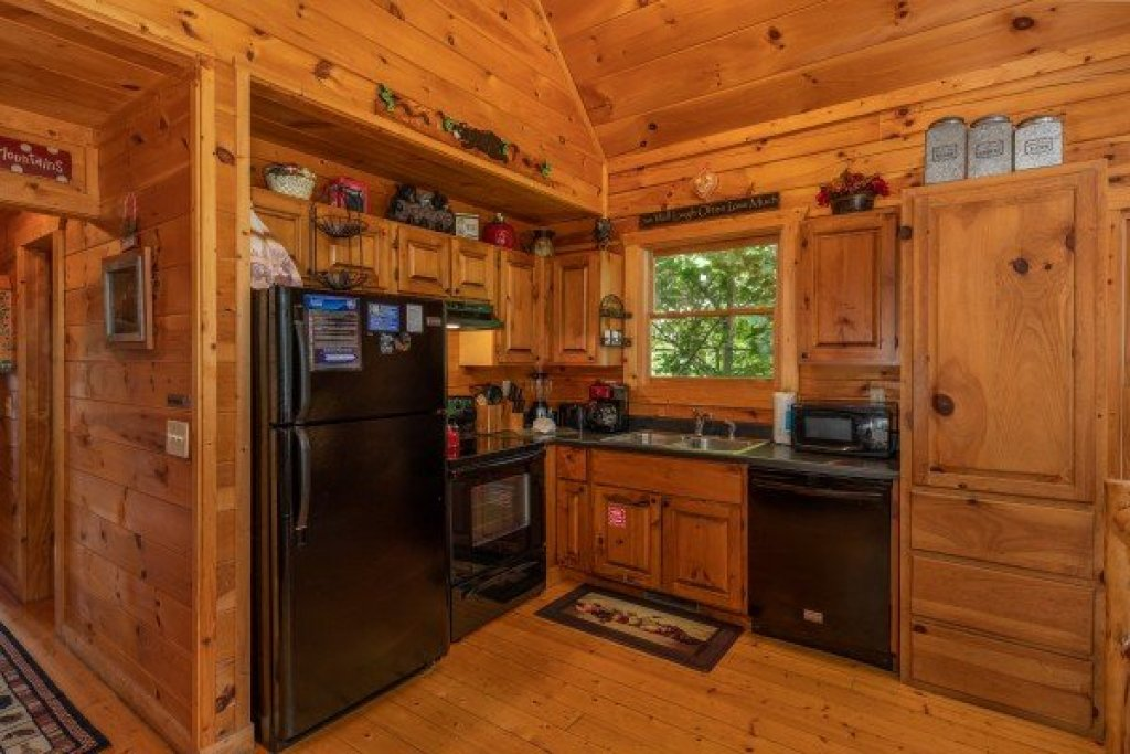 Photo of a Gatlinburg Cabin named Sweet Serenity - This is the nineteenth photo in the set.