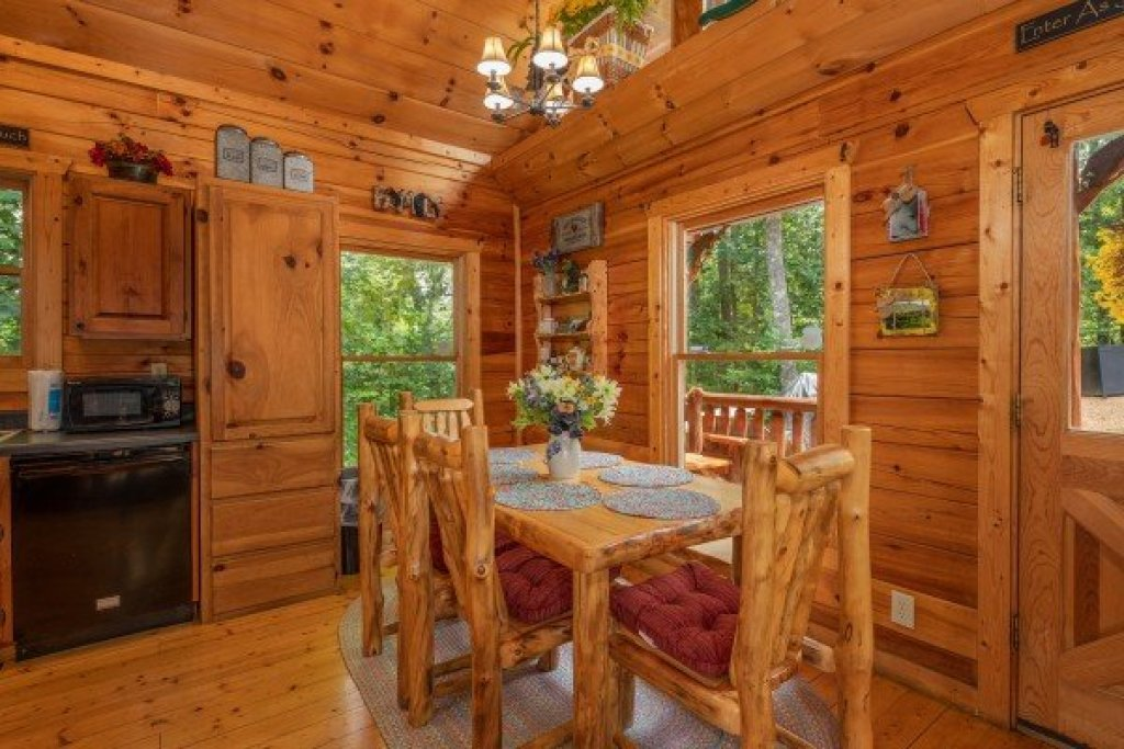 Photo of a Gatlinburg Cabin named Sweet Serenity - This is the twentieth photo in the set.