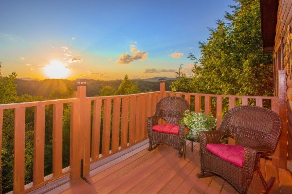 Photo of a Gatlinburg Cabin named Sweet Serenity - This is the fifteenth photo in the set.