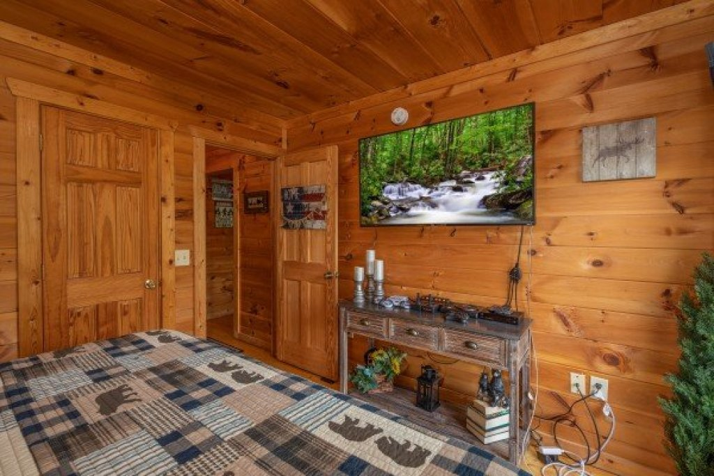 Photo of a Gatlinburg Cabin named Sweet Serenity - This is the eighteenth photo in the set.