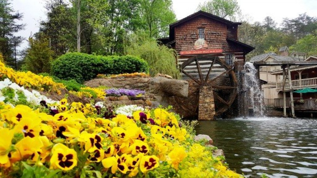 Photo of a Gatlinburg Cabin named Sweet Serenity - This is the thirty-fifth photo in the set.