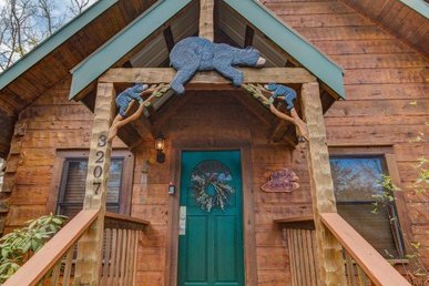Easy To Access 1 Bedroom Luxury Cabin With A Romantic Jacuzzi Tub.