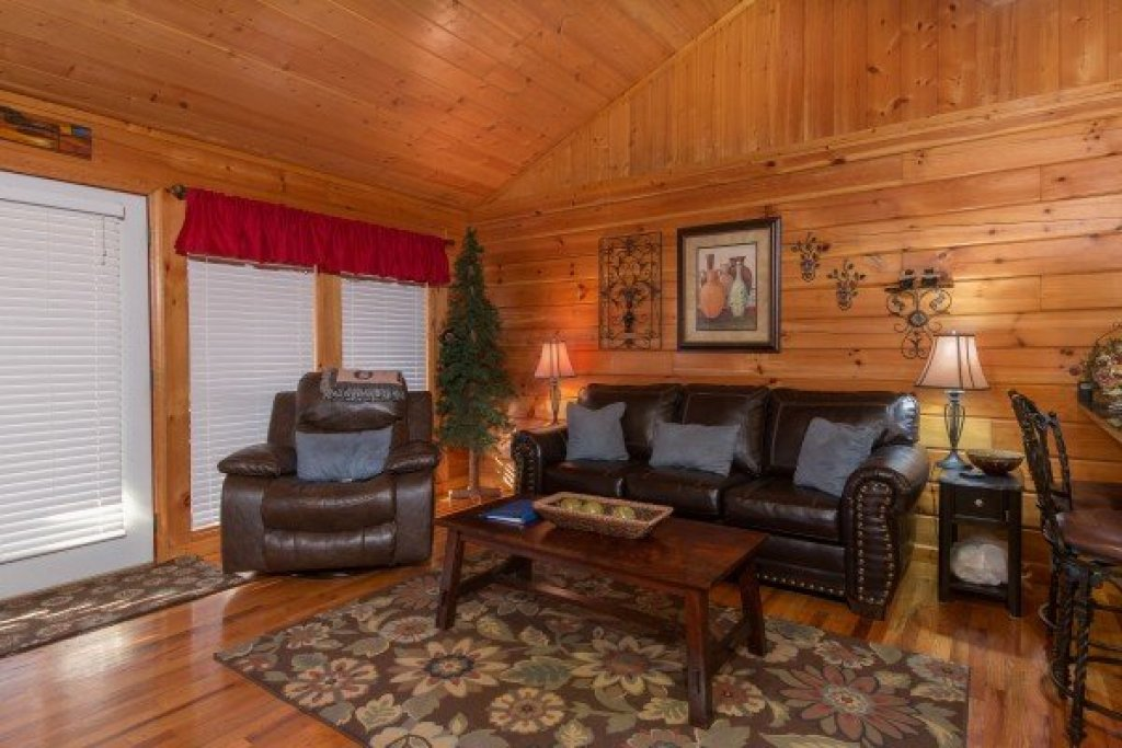 Photo of a Pigeon Forge Cabin named A Beary Cozy Escape - This is the fourth photo in the set.