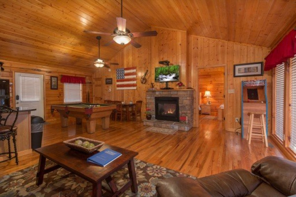 Photo of a Pigeon Forge Cabin named A Beary Cozy Escape - This is the third photo in the set.