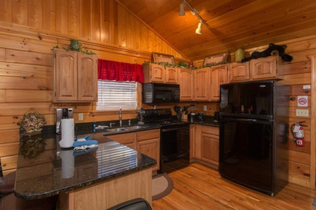 Photo of a Pigeon Forge Cabin named A Beary Cozy Escape - This is the fifth photo in the set.
