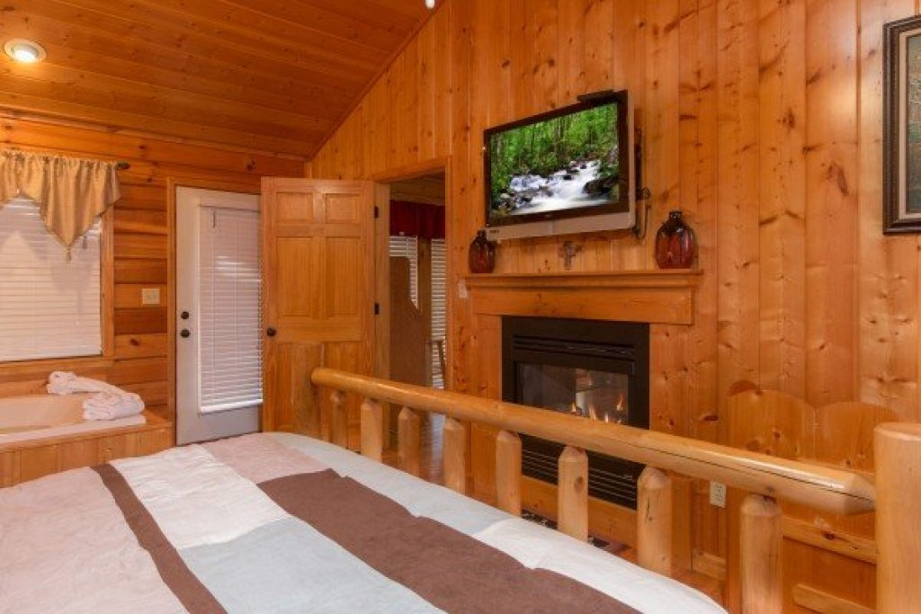 Photo of a Pigeon Forge Cabin named A Beary Cozy Escape - This is the twelfth photo in the set.