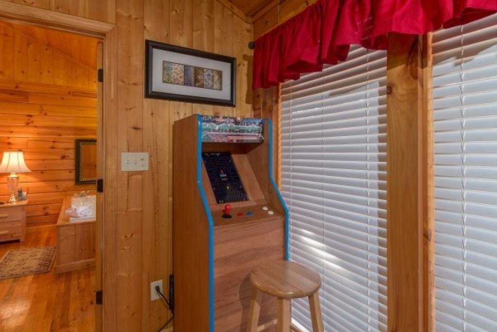 Photo of a Pigeon Forge Cabin named A Beary Cozy Escape - This is the eighth photo in the set.