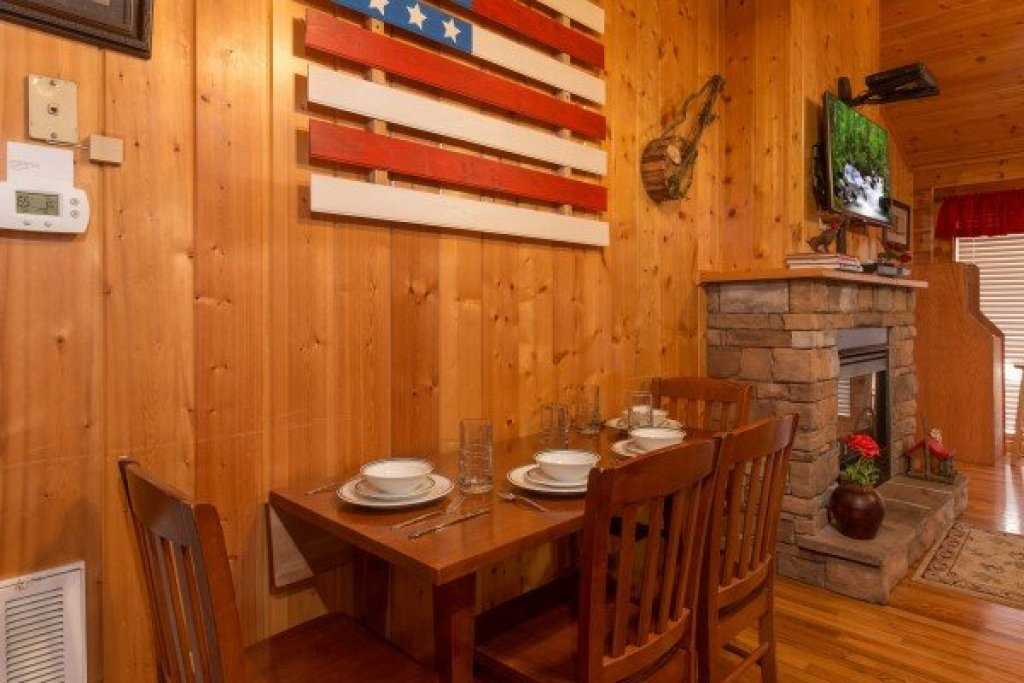 Photo of a Pigeon Forge Cabin named A Beary Cozy Escape - This is the sixth photo in the set.