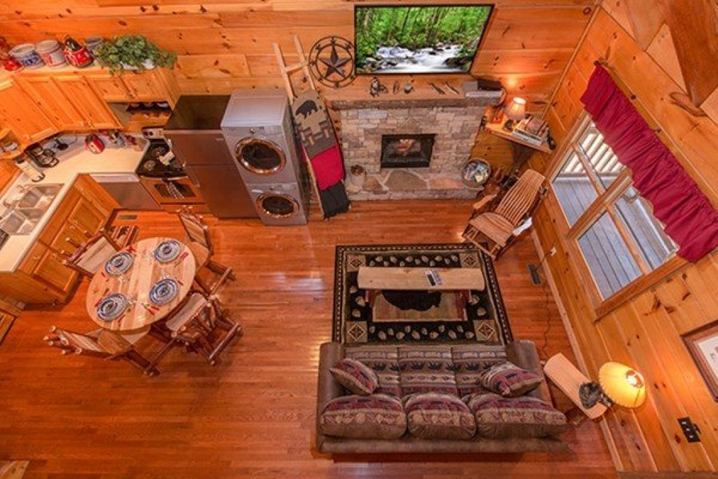 Photo of a Sevierville Cabin named Bear Hug Hideaway - This is the thirteenth photo in the set.