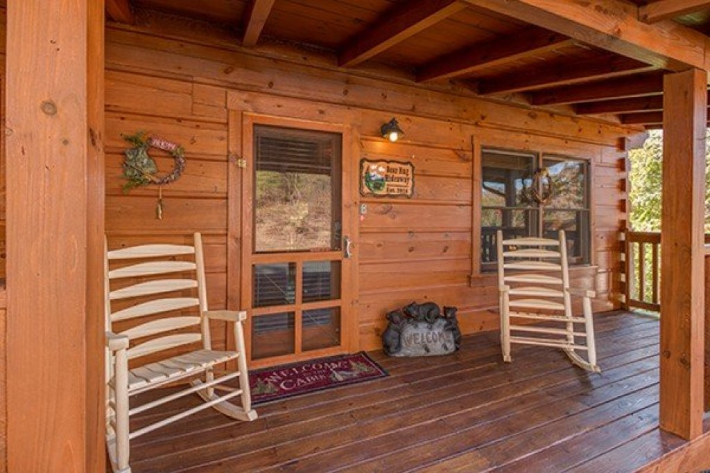 Photo of a Sevierville Cabin named Bear Hug Hideaway - This is the third photo in the set.