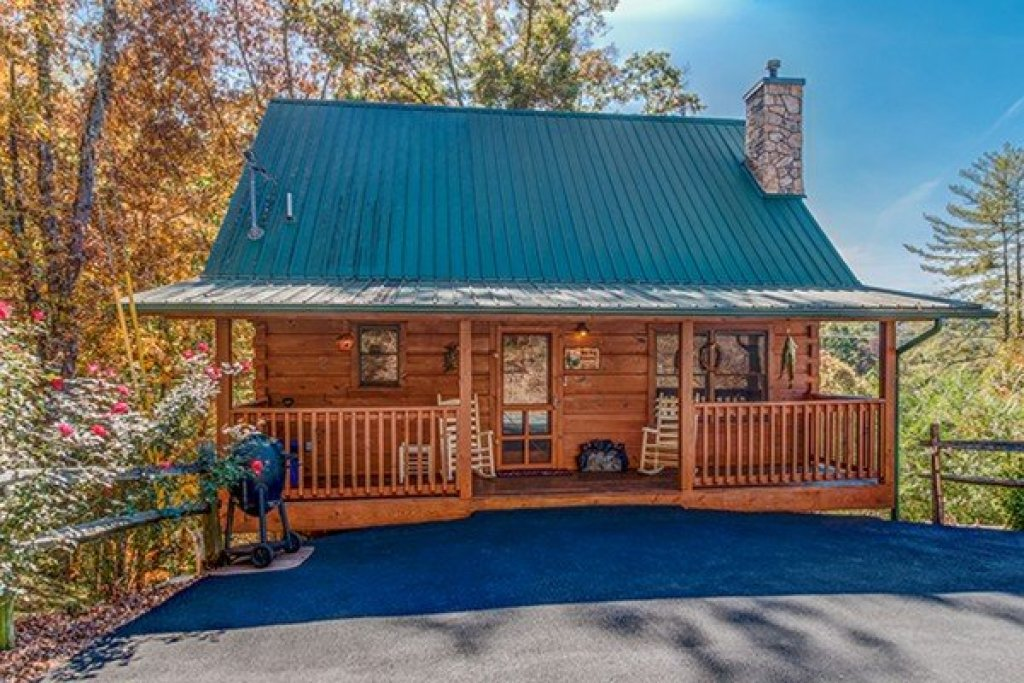 Photo of a Sevierville Cabin named Bear Hug Hideaway - This is the first photo in the set.