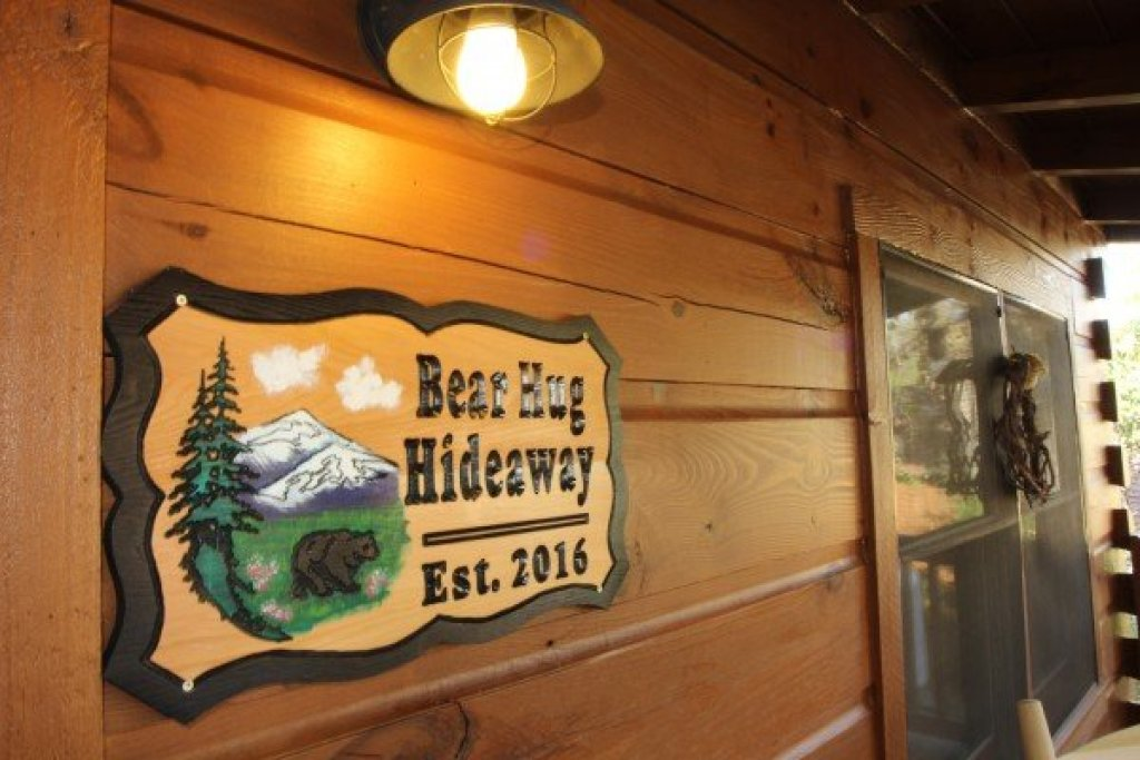 Photo of a Sevierville Cabin named Bear Hug Hideaway - This is the eighteenth photo in the set.