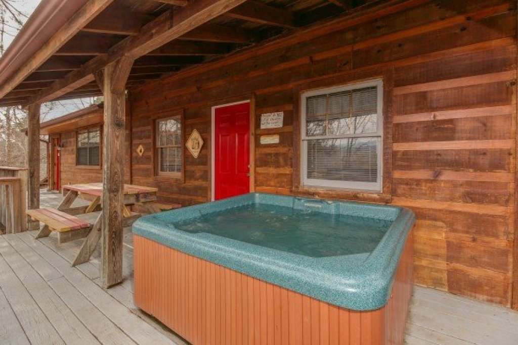 Photo of a Pigeon Forge Cabin named Beary Good Time - This is the first photo in the set.