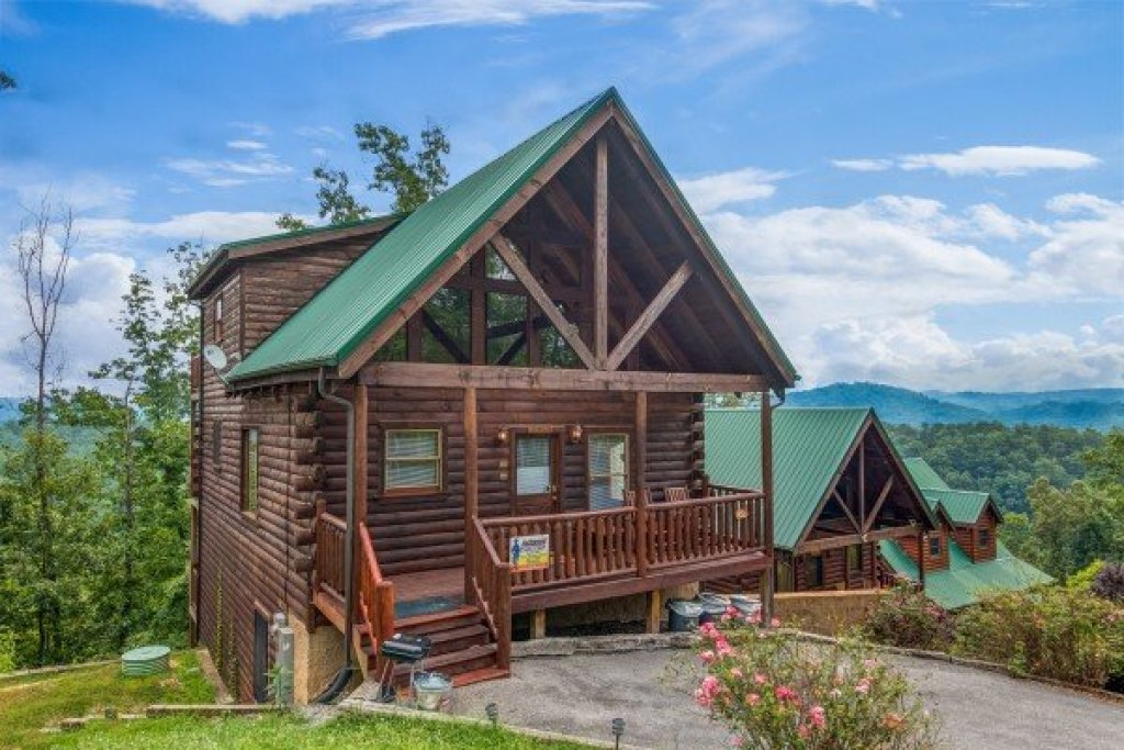 Photo of a Pigeon Forge Cabin named A Beautiful Memory - This is the first photo in the set.