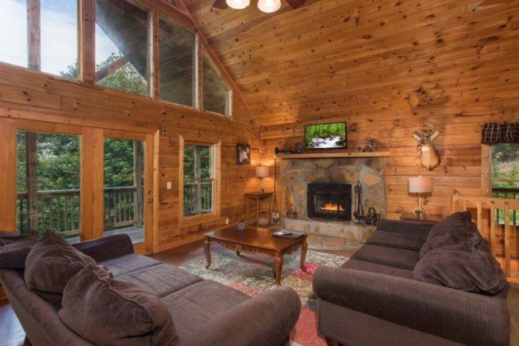 Photo of a Sevierville Cabin named Highland Moose - This is the second photo in the set.