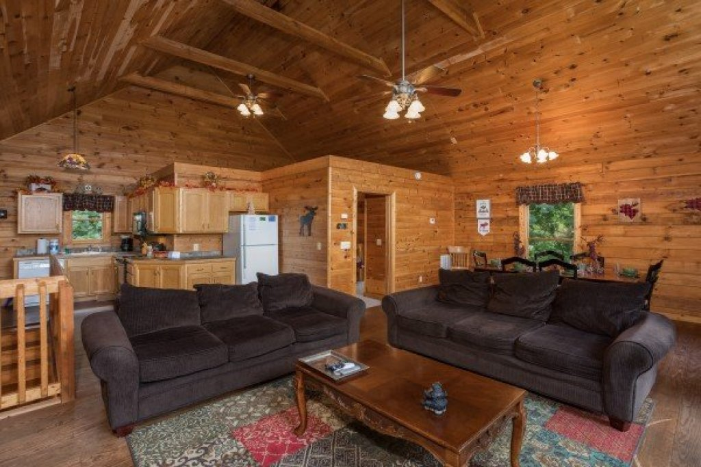 Photo of a Sevierville Cabin named Highland Moose - This is the third photo in the set.