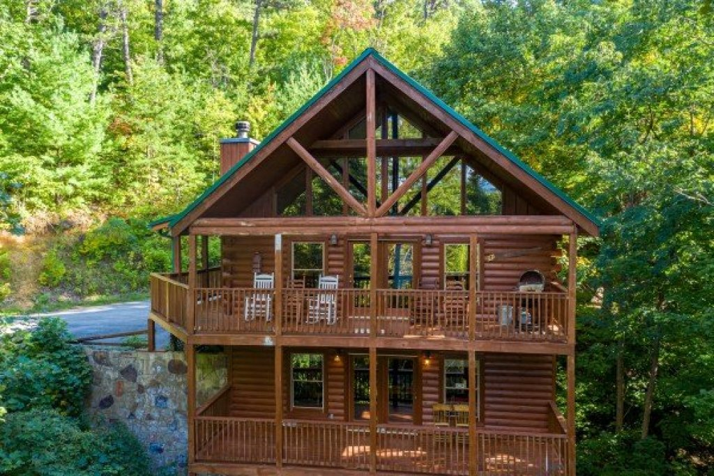 Photo of a Sevierville Cabin named Highland Moose - This is the first photo in the set.