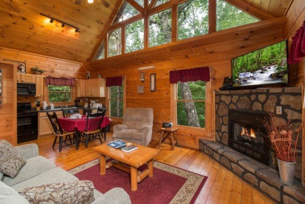 Photo of a Gatlinburg Cabin named Cabin Sweet Cabin - This is the second photo in the set.