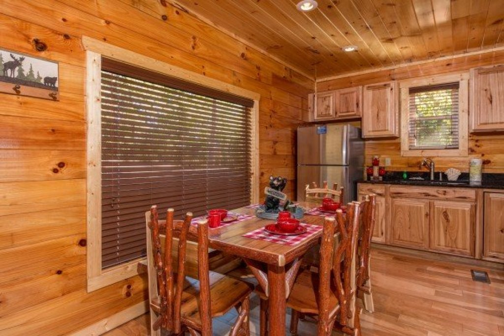 Photo of a Sevierville Cabin named Canyon Camp Falls - This is the sixth photo in the set.