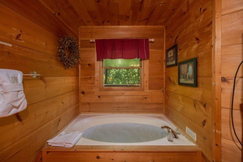 Photo of a Gatlinburg Cabin named Cabin Sweet Cabin - This is the seventh photo in the set.