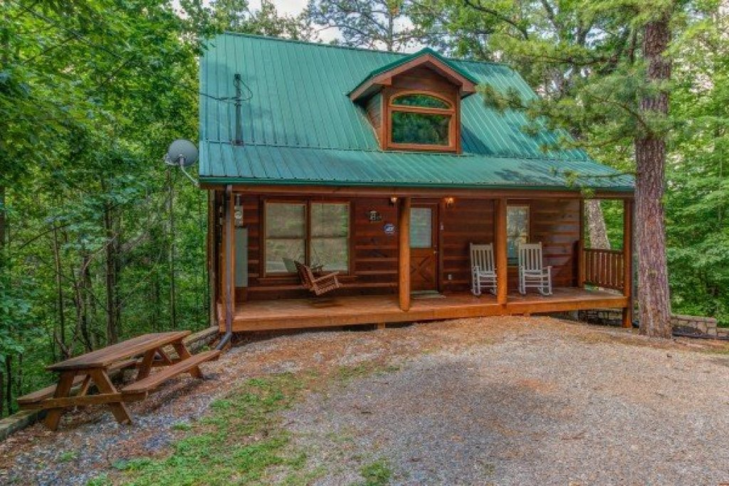 Photo of a Gatlinburg Cabin named Cabin Sweet Cabin - This is the first photo in the set.