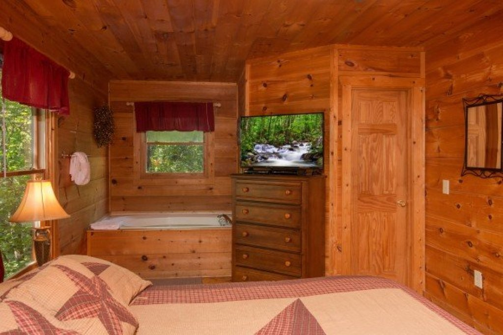 Photo of a Gatlinburg Cabin named Cabin Sweet Cabin - This is the sixth photo in the set.