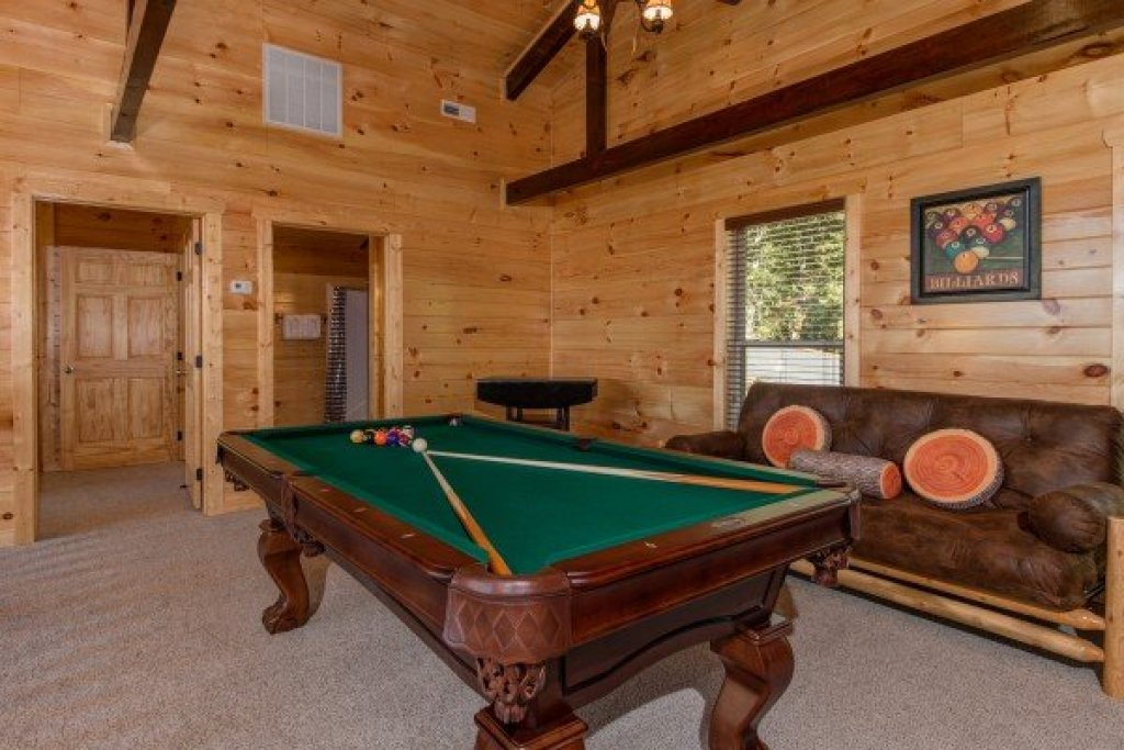 Photo of a Sevierville Cabin named Canyon Camp Falls - This is the fifteenth photo in the set.