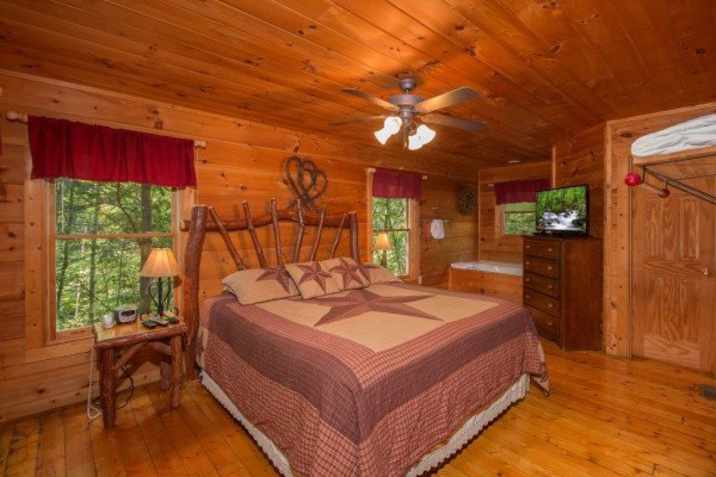 Photo of a Gatlinburg Cabin named Cabin Sweet Cabin - This is the fifth photo in the set.