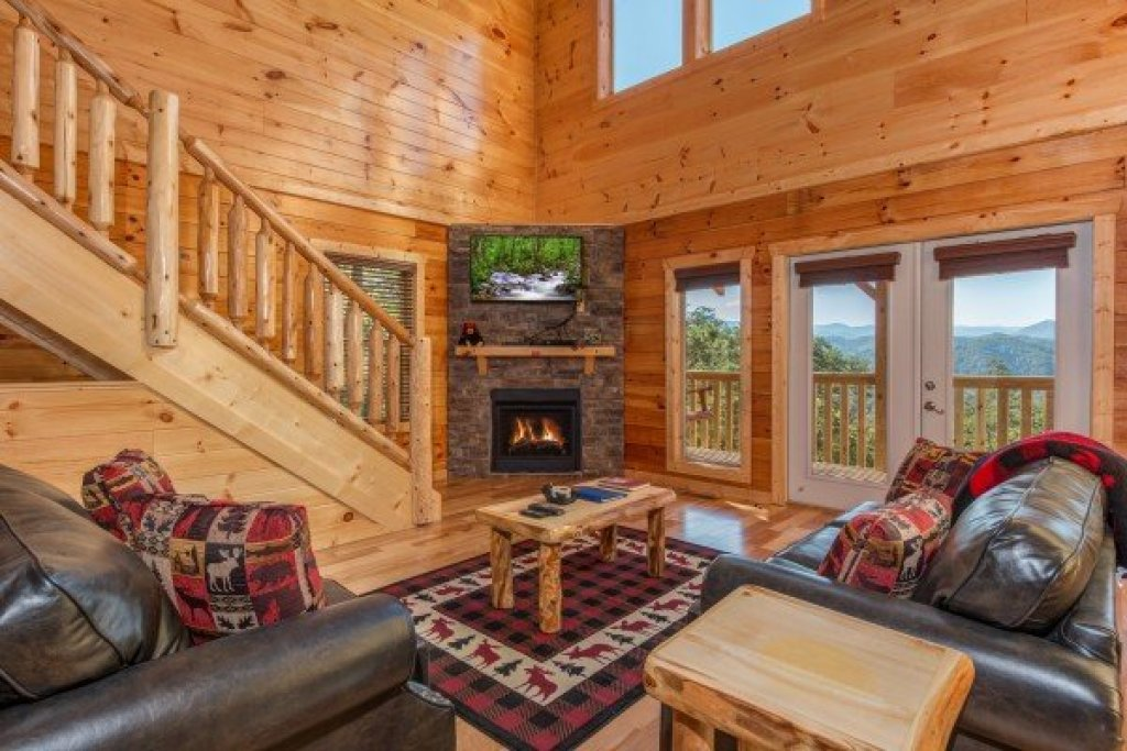 Photo of a Sevierville Cabin named Canyon Camp Falls - This is the fourth photo in the set.