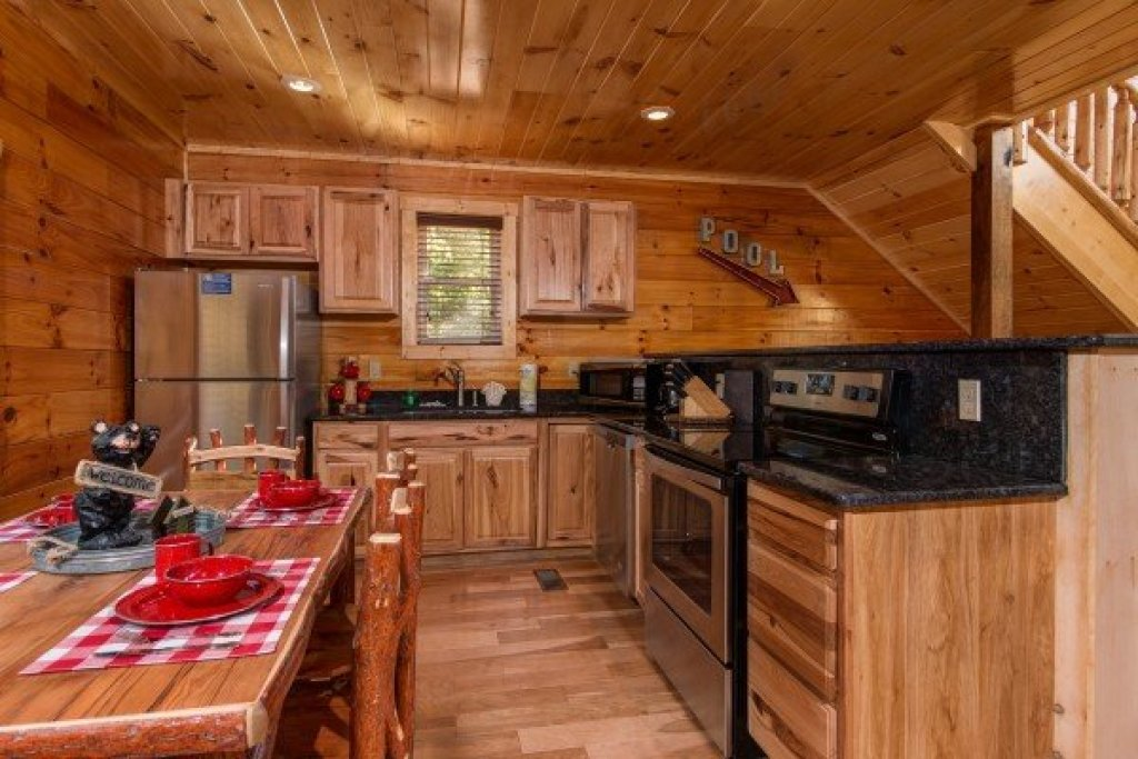 Photo of a Sevierville Cabin named Canyon Camp Falls - This is the seventh photo in the set.