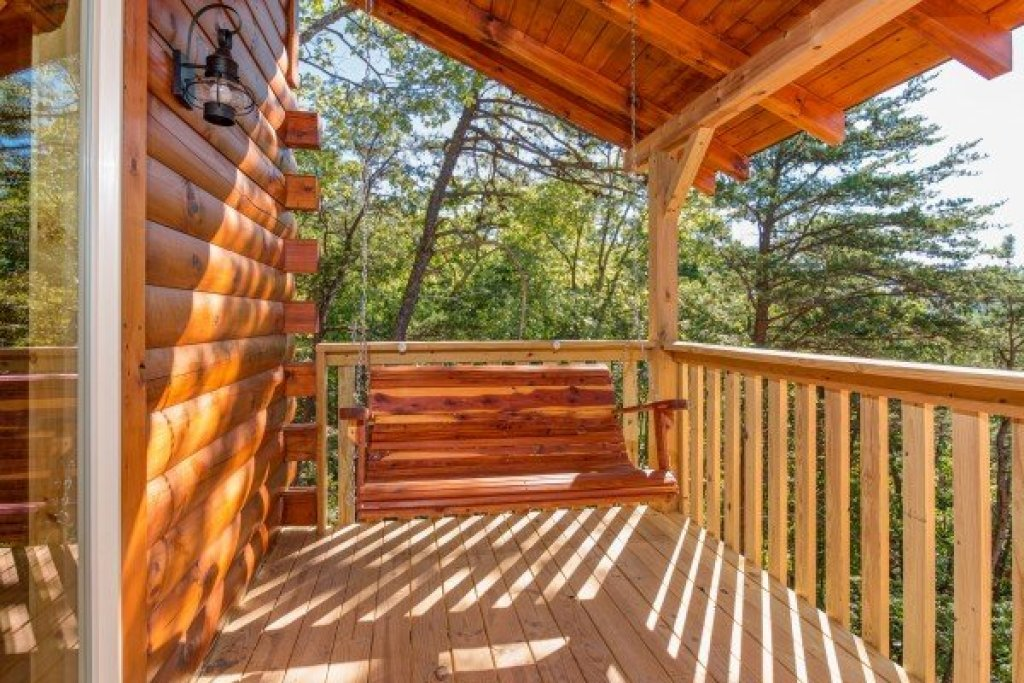 Photo of a Sevierville Cabin named Canyon Camp Falls - This is the thirteenth photo in the set.