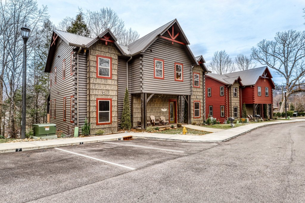 Photo of a Gatlinburg Cabin named The Big Poplar Retreat - This is the second photo in the set.