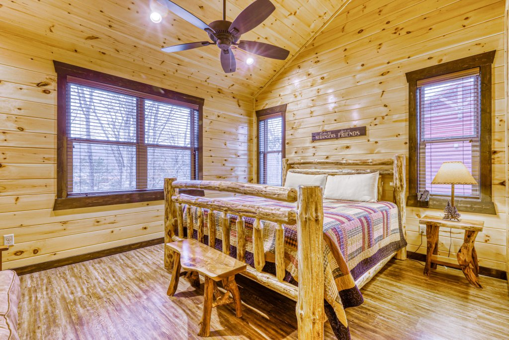 Photo of a Gatlinburg Cabin named The Big Poplar Retreat - This is the forty-first photo in the set.