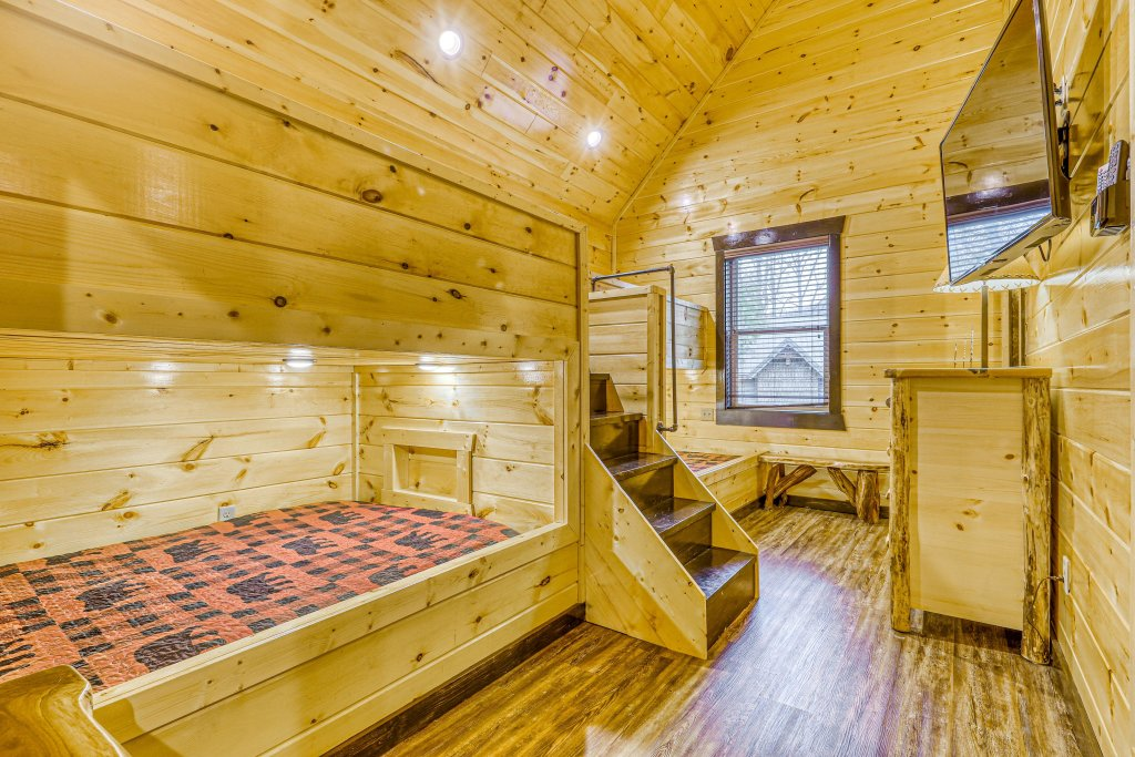 Photo of a Gatlinburg Cabin named The Big Poplar Retreat - This is the fifty-first photo in the set.