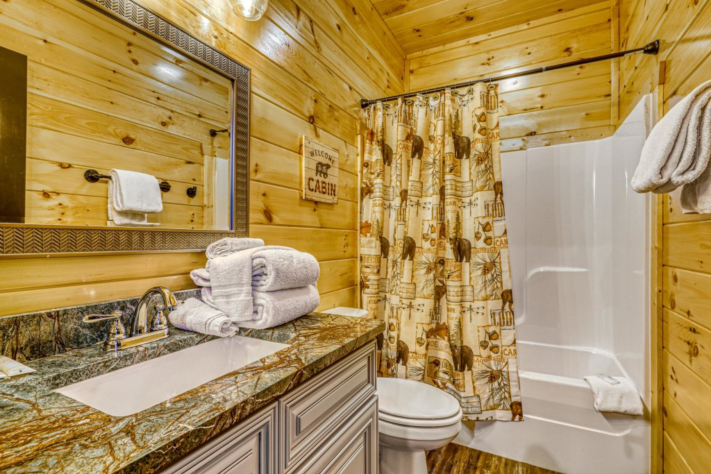 Photo of a Gatlinburg Cabin named The Big Poplar Retreat - This is the fortieth photo in the set.