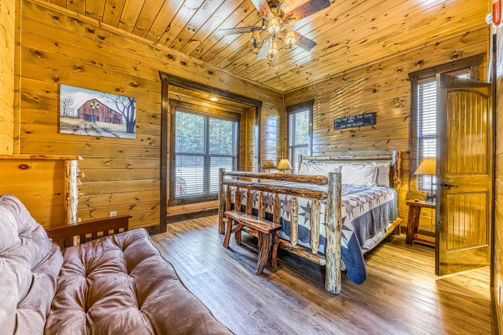 Photo of a Pigeon Forge Cabin named Mountain Splash Lodge - This is the twentieth photo in the set.