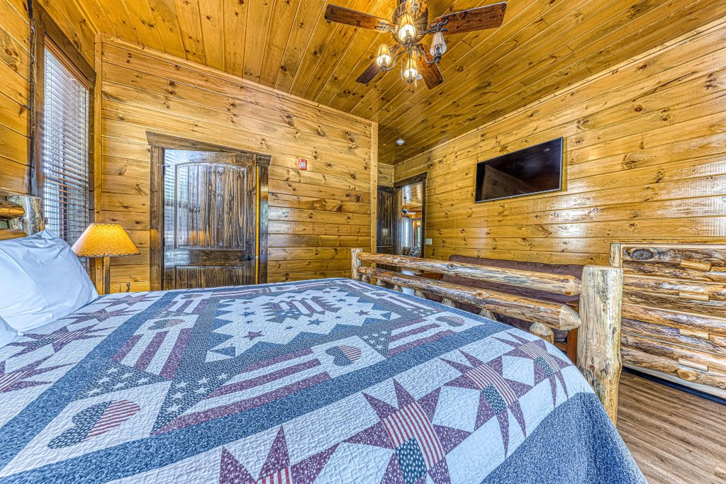 Photo of a Pigeon Forge Cabin named Mountain Splash Lodge - This is the twenty-first photo in the set.