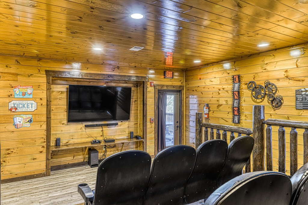Photo of a Pigeon Forge Cabin named Mountain Splash Lodge - This is the tenth photo in the set.