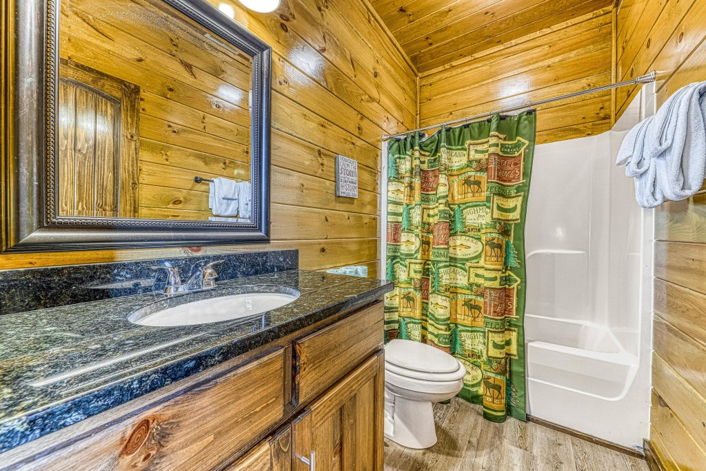 Photo of a Pigeon Forge Cabin named Mountain Splash Lodge - This is the thirtieth photo in the set.