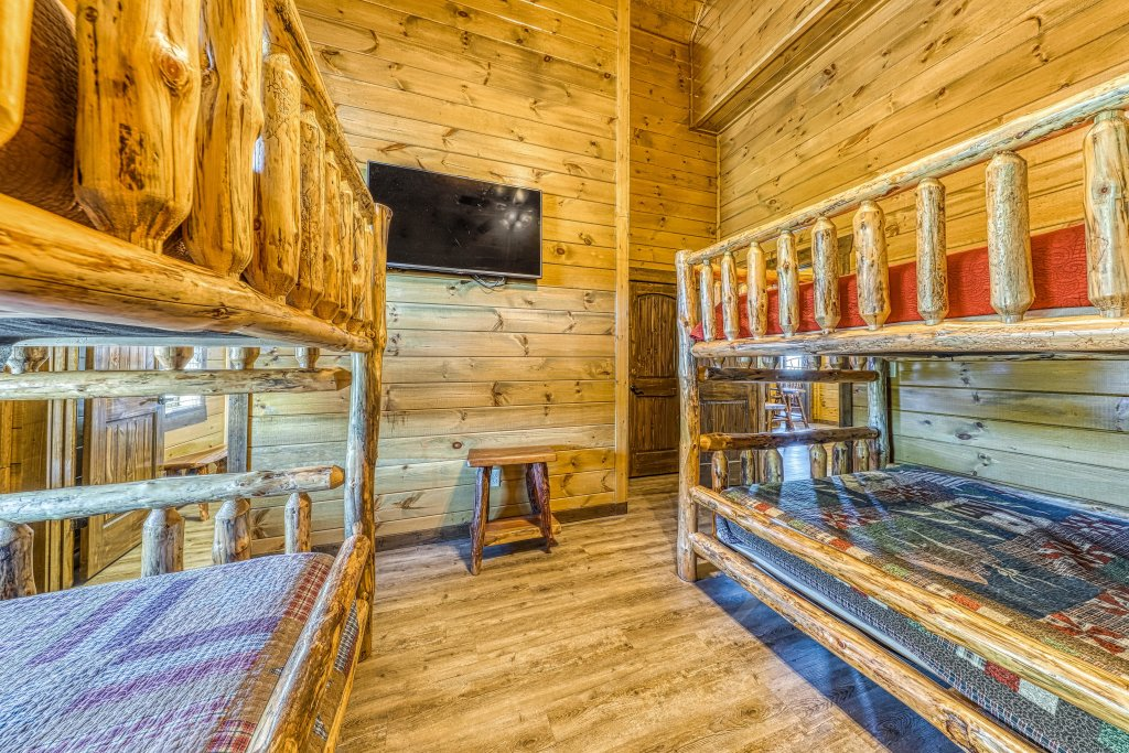Photo of a Pigeon Forge Cabin named Mountain Splash Lodge - This is the forty-fourth photo in the set.