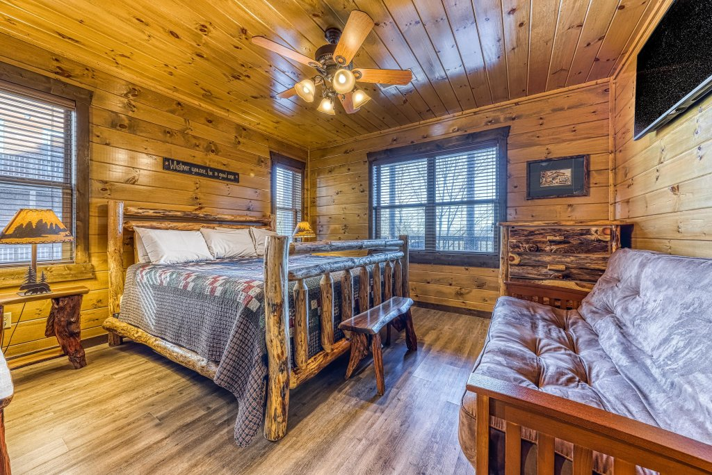 Photo of a Pigeon Forge Cabin named Mountain Splash Lodge - This is the thirty-seventh photo in the set.