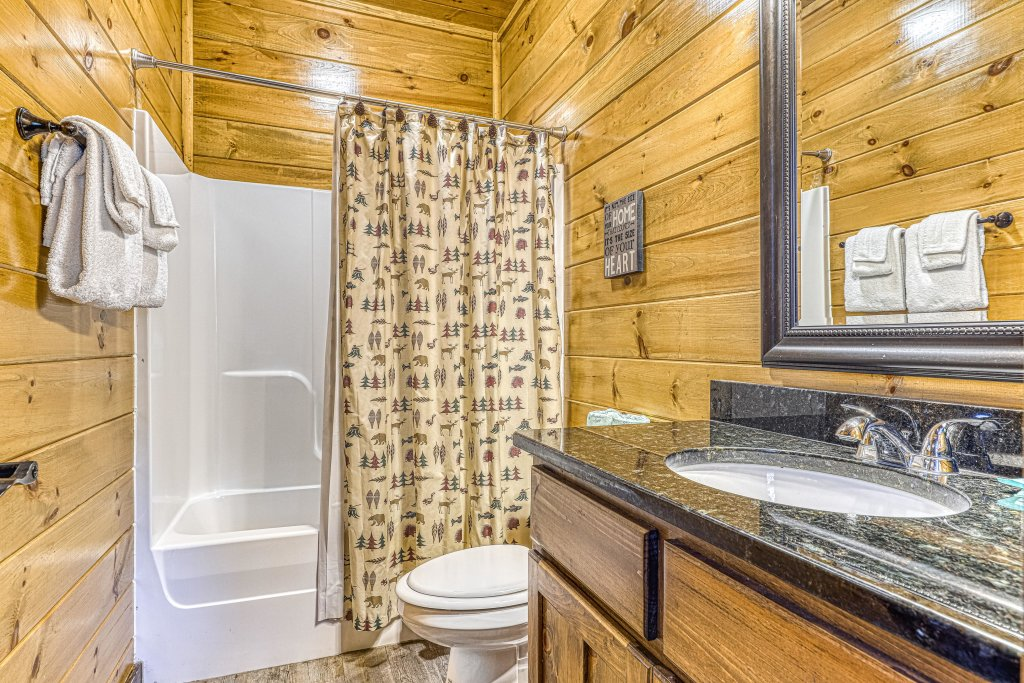 Photo of a Pigeon Forge Cabin named Mountain Splash Lodge - This is the twenty-sixth photo in the set.