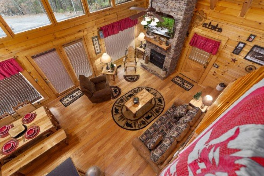 Photo of a Sevierville Cabin named Bootlegger's Bounty - This is the eighteenth photo in the set.